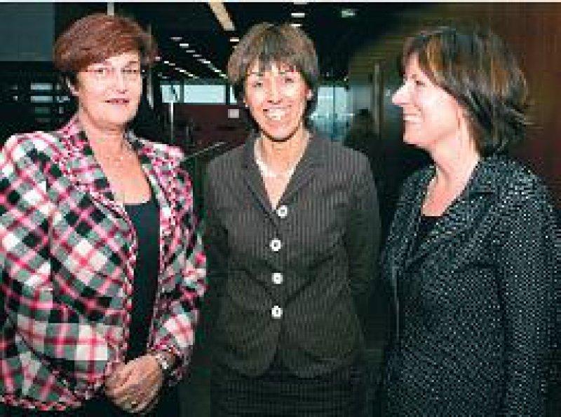 Mehr Gestaltungsspielraum für Krankenhäuser: Christa Stewens, Monika Stolz, Malu Dreyer (von links). Foto: dpa