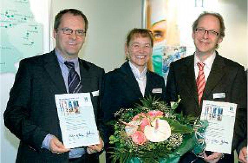 Andreas Meier-Hellmann, Petra Thürmann, Geschäftsführerin der HELIOS Research Center GmbH, Tahar Benhidjeb (von links). HELIOS Research Center