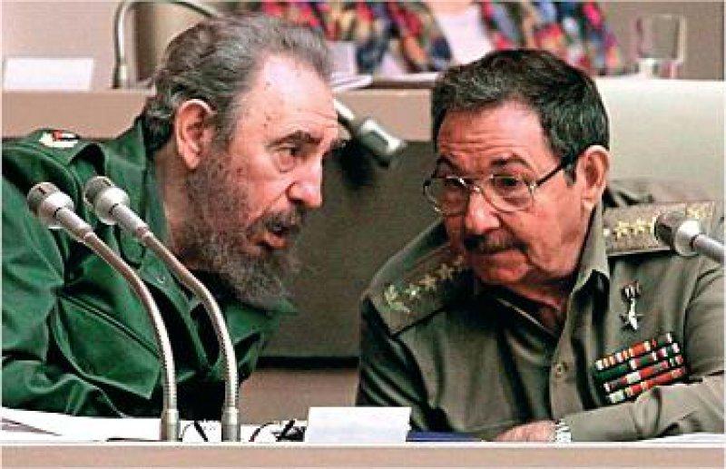 Fidel und Raúl Castro: Ende Juli 2006 übertrug der greise Staatschef die Amtsgeschäfte auf den jüngeren Bruder. Foto: dpa