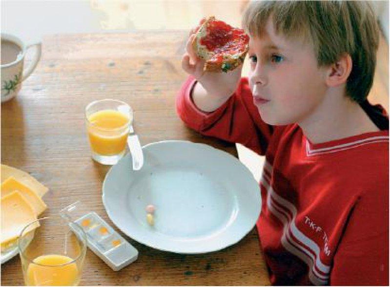Arzneimittel für kleine Patienten: 2005 und 2006 wurden 34 Medikamente und Applikationshilfen für Kinder und Jugendliche zugelassen. Ihre Einsatzgebiete reichen von Neurodermitis über Epilepsie, Lungenhochdruck und die Vermeidung von Nebenwirkungen bei Leukämietherapie. Foto: BMBF