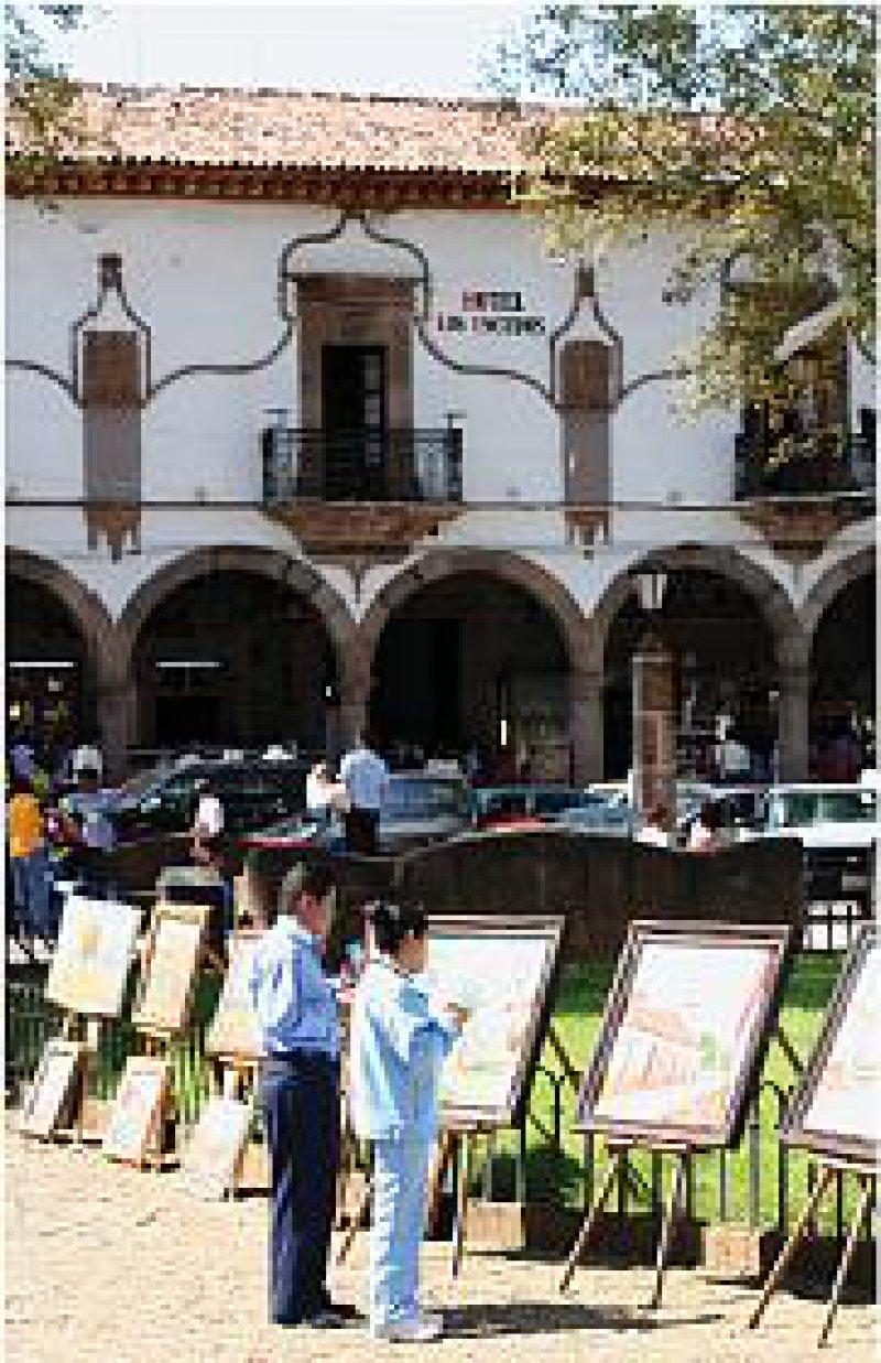 Zentrum der Kolonialstadt Pátzcuaro ist die von Arkadengängen umrahmte Plaza Vasco de Quiroga. Fotos: Rainer Heubeck