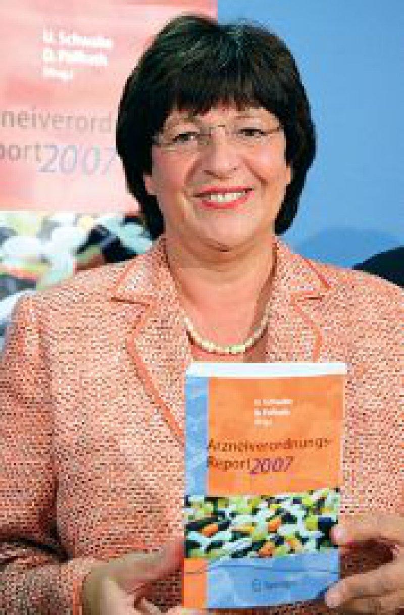 Grund zur Freude für Ulla Schmidt: 2006 stiegen die Arzneimittelausgaben nur um 1,8 Prozent. Foto: dpa