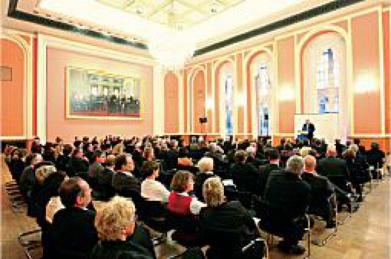 """Festlich: Der Große Saal im Roten Rathaus mit dem Gemälde """"Der Berliner Kongress von 1878"""" bot den geeigneten Rahmen für die Jubiläumsfeier."""