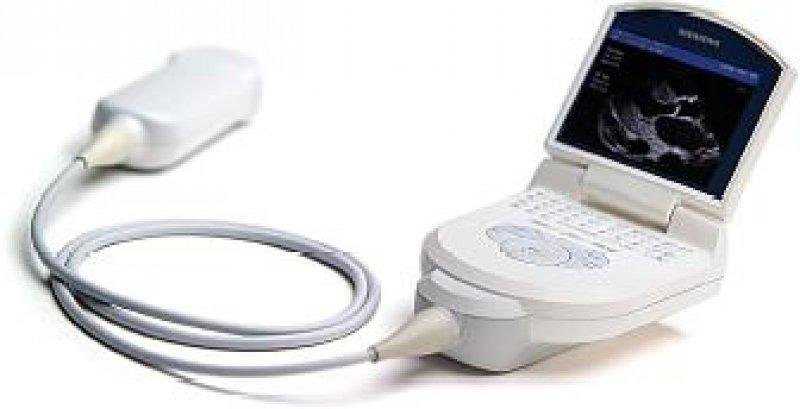 Ein Miniultraschallgerät von der Größe eines Blackberrys: das Acuson P10. Es dient vor allem zur Erstdiagnose in der Aktuversorgung. Foto:Siemens Medical Solutions