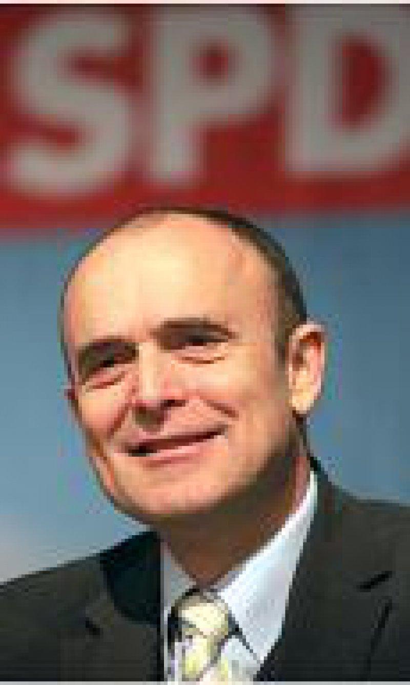 Erwin Sellering: Daten sollen reisen, nicht die Patienten. Foto: ddp
