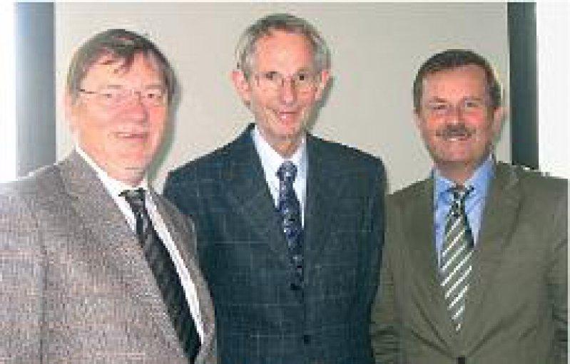 Werben für den Hausarzt: Ulrich Weigeldt, Jörg-Dietrich Hoppe, Frank Ulrich Montgomery (von links). Foto: BÄK