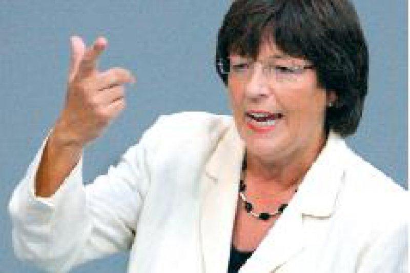 Ulla Schmidt: Die Finanzierung der Pflegeversicherung ist bis 2015 gewährleistet. Foto: dpa