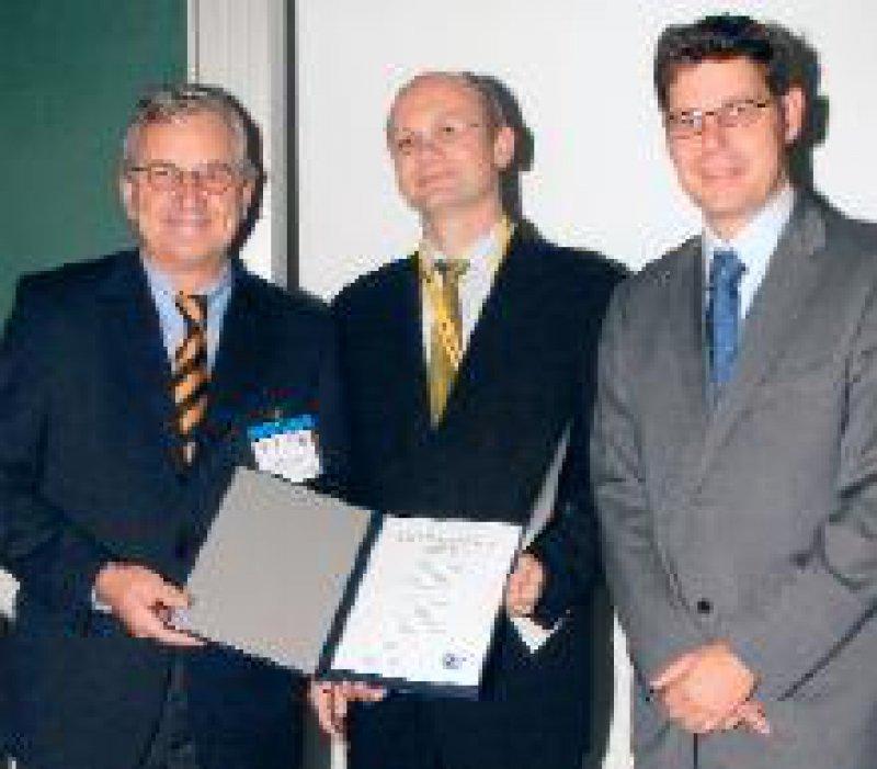 Wolff Schmiegel, Präsident der DGVS; Jochen Hampe, Martin Falk, Geschäftsführer der Falk Foundation (von links) Foto: Felix Faller