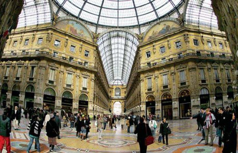 Konsumrausch unter der Glaskuppel der Galeria Vittorio Emanuele II. Foto: dpa