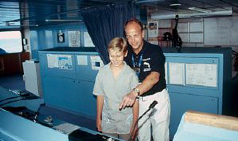 Endlose Entdeckungstouren an Bord: Die Sorge, der zwölfjährige Adrian könne sich langweilen, erwies sich als unbegründet. Fotos: Roland Motz