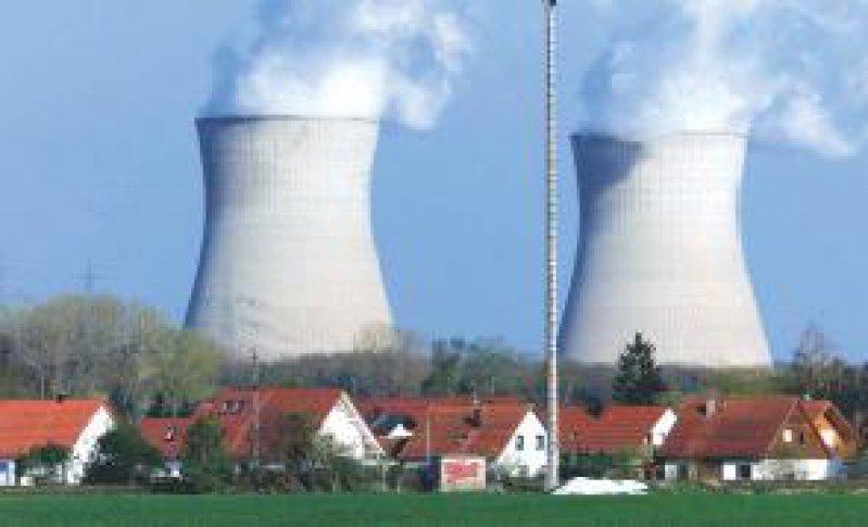 Nur Wasserdampf? Kinder, die in der Nähe von Kernkraftwerken aufwachsen, erkranken häufiger an Leukämie. Foto: ddp