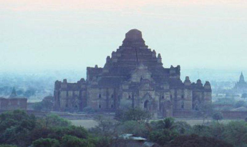 Bagan, die historische Königsstadt: Die Überreste von 2 000 Pagoden ragen aus einem riesigen Ruinenfeld. Foto: Picture Alliance/maxppp
