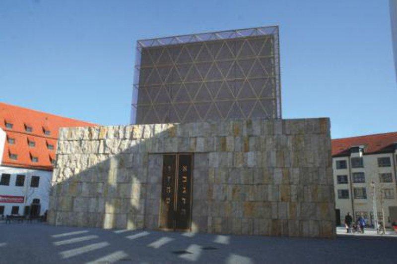 Erzeugt ein architektonisches Spannungsfeld: das Jüdische Museum Fotos: Picture-Alliance/ Bildagentur Huber (1), dpa (1)