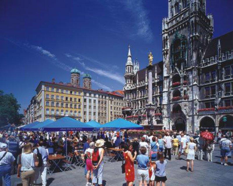 Der Marienplatz wird in diesem Sommer zum Konzertsaal. Fotos: Picture-Alliance/ Bildagentur Huber (1), dpa (1)