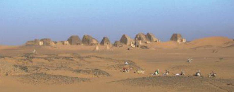Die Pyramiden von Meroe: kein Terrain für Reisebusse, nichts für Massentourismus Foto: Flickr/Lauradeiana