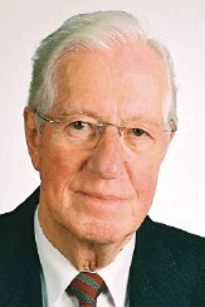 Prof. Dr. med. Fritz Beske analysiert als anerkannter Wissenschaftler mit viel Sachverstand die Struktur des Gesundheitswesens. Damit ist er zu einem wichtigen Berater für Entscheidungsträger geworden. Foto: IGSF-Stiftung