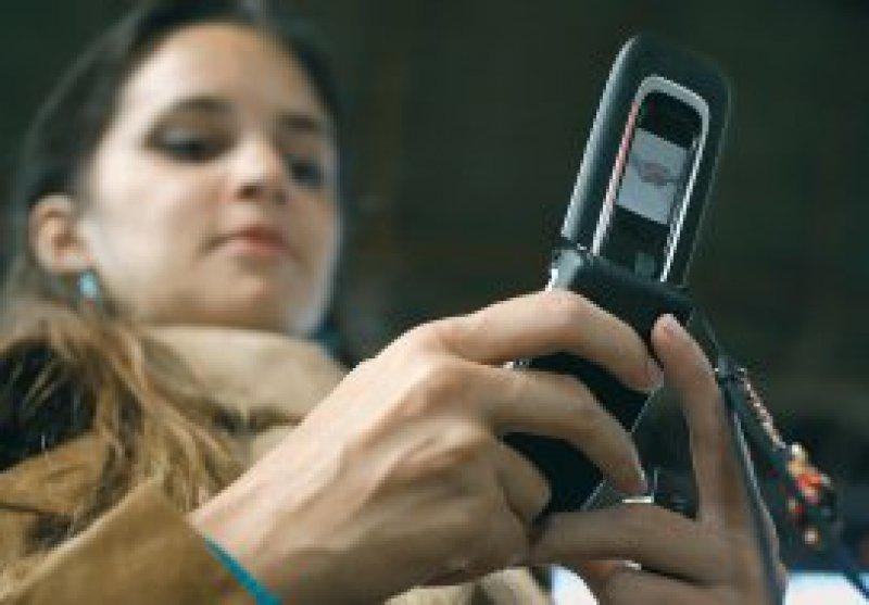 Ein Verzicht auf das Handy wäre für viele Nutzer unvorstellbar – trotz möglicher Gefahren. Foto: ddp