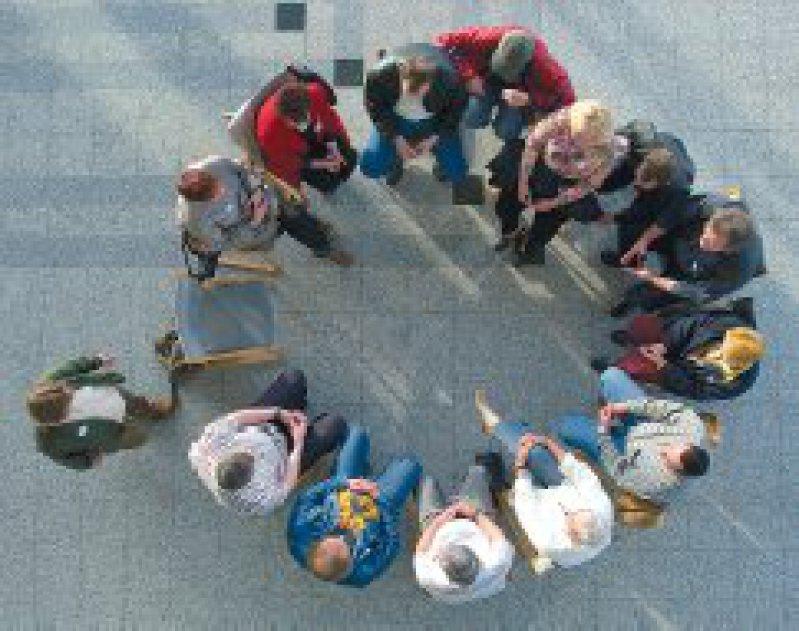 Selbsthilfegruppen können vom ärztlichen Fachwissenprofitieren – Ärzte vom Erfahrungswissen der Betroffenen. Foto:VISUM