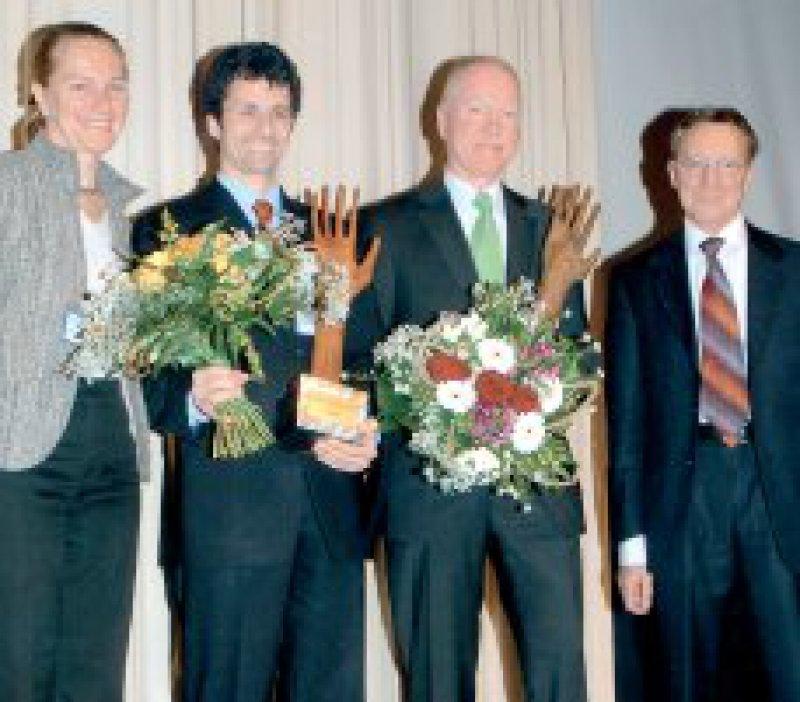 Barbara Krug, Florian M. E. Wagenlehner, Mat-thias Trautmann, Axel Kramer (von links) Foto:BODE Chemie, Hamburg
