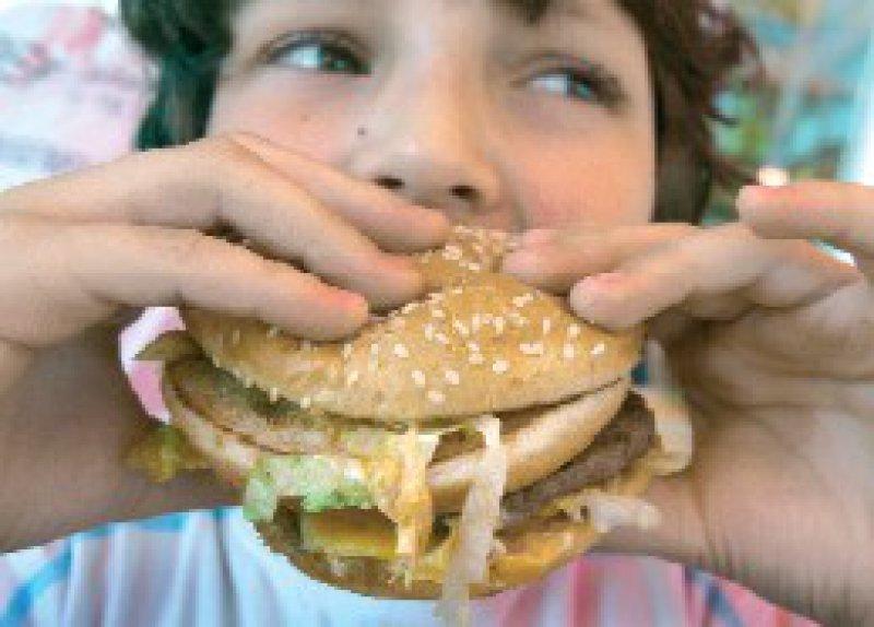 Mangel im Überfluss: Übergewicht und Fehlernährung sind in Deutschland weitverbreitet. Foto: dpa