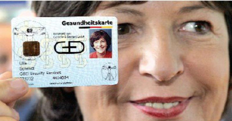 Bundesgesundheitsministerin Ulla Schmidt zeigt sich als großer Fan der Gesundheitskarte – ganz im Gegensatz zu den Ärzten, die noch erheblichen Klärungsbedarf sehen. Foto: dpa