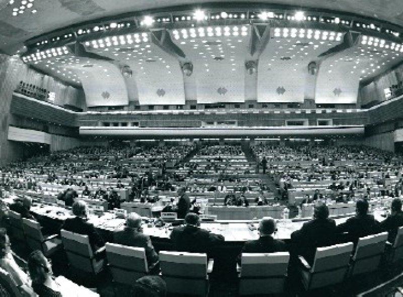 Historische Versammlung in Alma- Ata: Vertreter aus 134 Mitgliedsländern der WHO und von 67 UN- und Nichtregierungsorganisationen bekannten sich dort zur Basisgesundheitsversorgung auf Gemeindeebene. Foto:WHO
