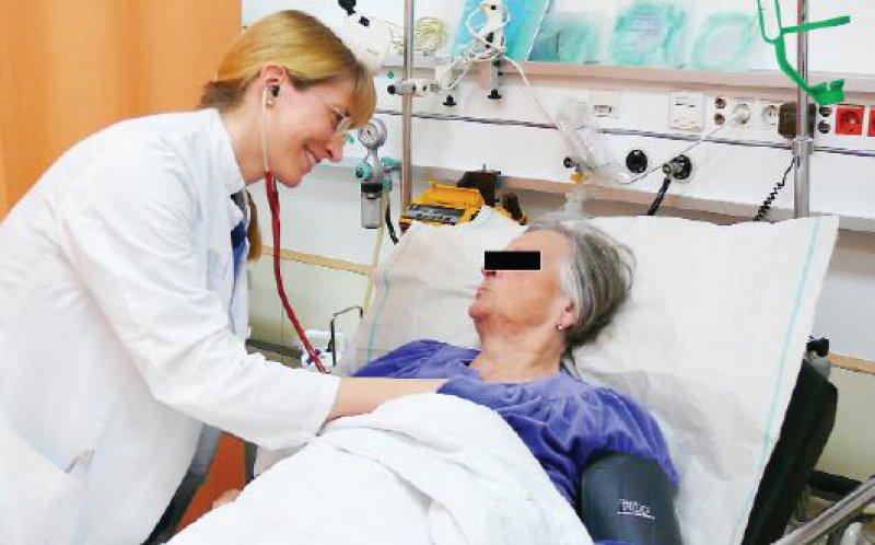Ein Lächeln ist der kürzeste Weg. Für Christina Gilot ist der Kontakt zum Patienten nach wie vor die Hauptmotivation für die tägliche Arbeit.