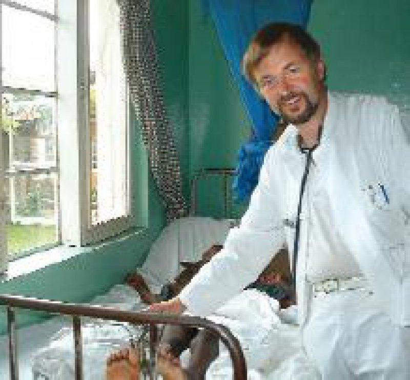 Auf Visite – Frank Beier half mit, das Krankenhaus der Evangelisch-Lutherischen Kirche in Ndolage zur Überweisungsinstanz in der Region auszubauen.