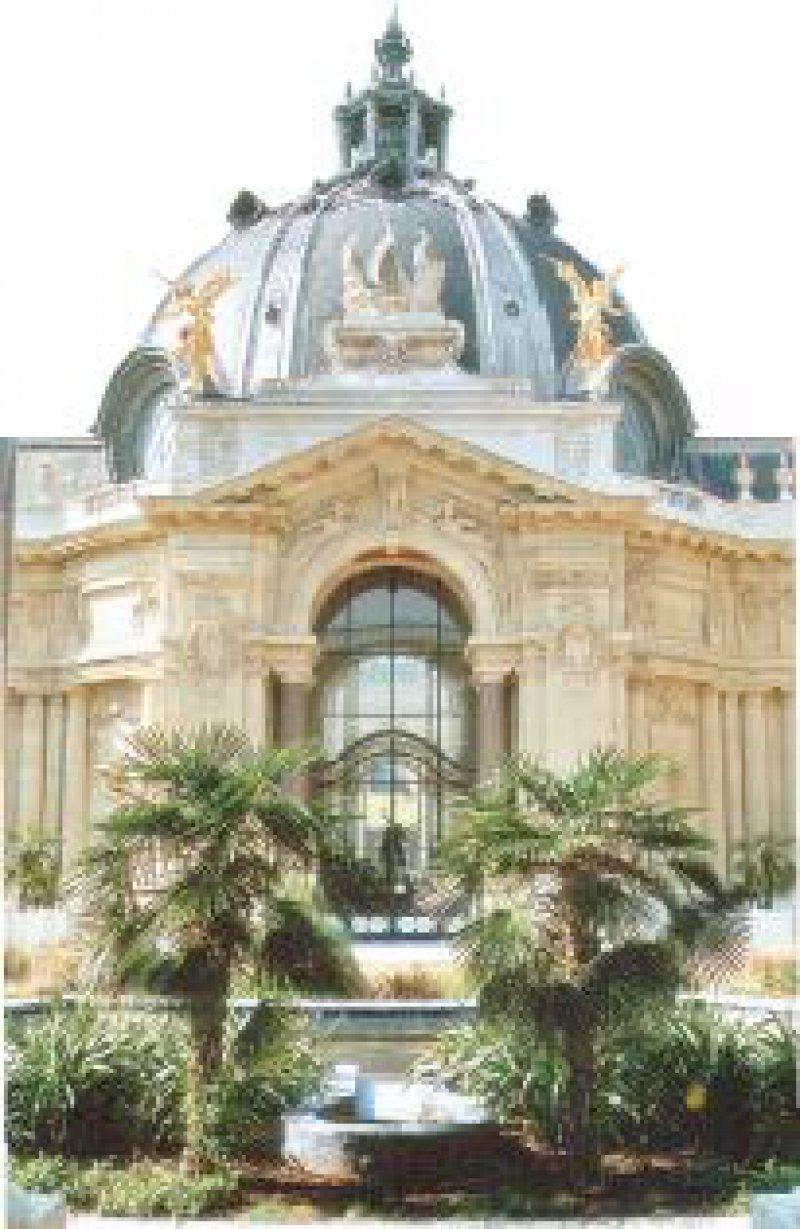 Oase der Ruhe: Blick in den Garten des aufwendig restaurierten Petit Palais. Hier ist das alte Paris der Belle Époque noch ganz bei sich.