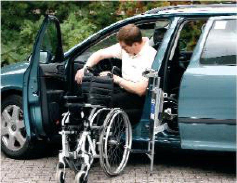 Menschen mit Behinderung sind nicht von der umstrittenen Kürzung der Entfernungspauschale betroffen. Foto: ddp