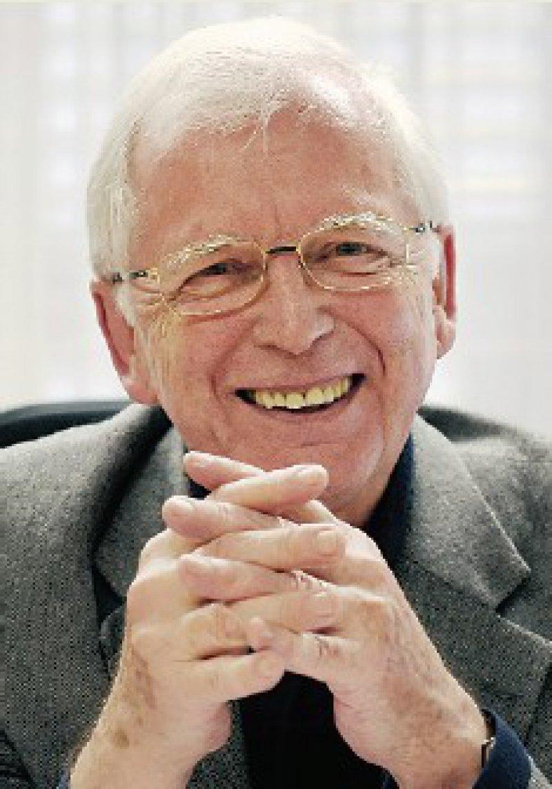 Harald zur Hausen, von 1983 bis 2003 Leiter des Deutschen Krebsforschungszentrums (DKFZ) in Heidelberg, erhält die Hälfte des diesjährigen Medizin-Nobelpreises für seinen Nachweis, dass das humane Papilloma-Virus (HPV) Gebärmutterhalskrebs auslöst. Damit schuf der heute 72-Jährige die Grundlagen für eine präventive Impfung, die in Deutschland seit 2007 verfügbar ist. Foto: dpa