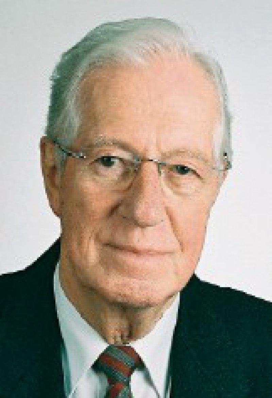 Prof. Dr. med. Fritz Beske, geboren 1922, 1971–1981 Staatssekretär im Sozialministerium des Landes Schleswig- Holstein, seit 1975 Direktor des Instituts für Gesundheits- System- Forschung, Kiel Foto: IGSF-Stiftung