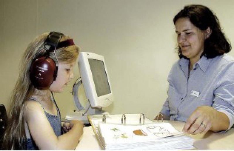 """Mit dem Sprachtest """"Olkisa"""" lässt sich das Hörvermögen auch im Störgeräusch zuverlässig und genau messen. Foto: Hörtech"""