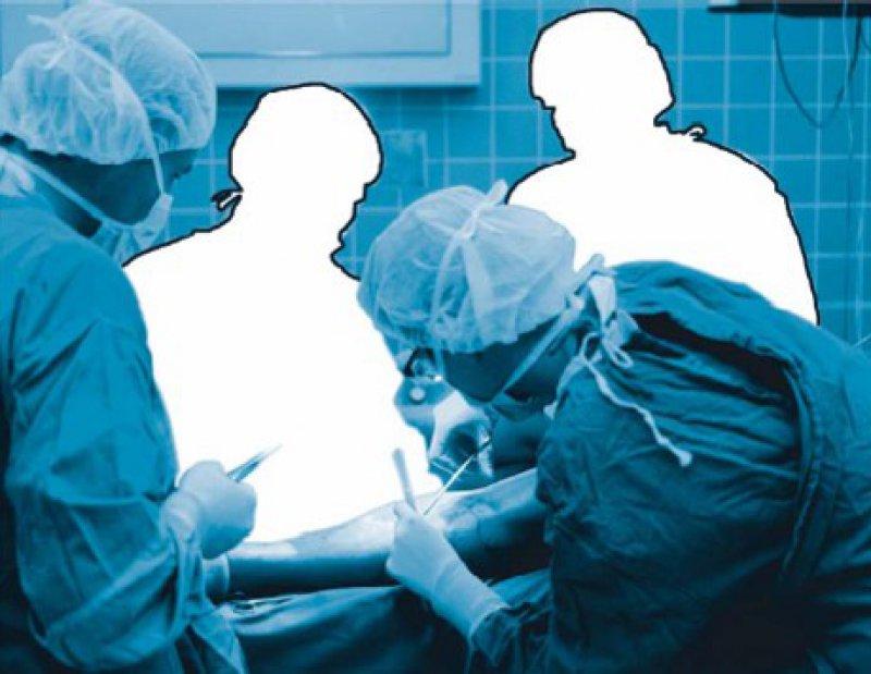 Fehlende Hände im Operationssaal – offene Stellen in der Chirurgie sind neben denen in der Inneren Medizin und der Gynäkologie am schwierigsten zu besetzen. Foto: laif [M]