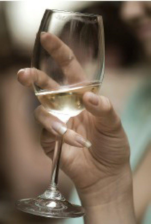 Das Problembewusstein in Bezug auf die Folgen des Alkoholkonsums ist bei Schwangeren wenig ausgeprägt – mehr Aufklärung in der Vorsorge ist notwendig. Foto: Fotolia