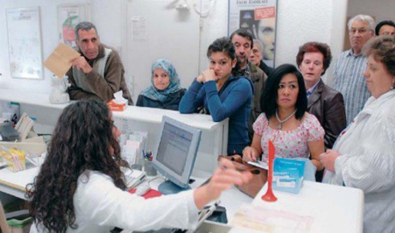 Erste Anlaufstelle ist der Hausarzt für die meisten Patienten schon jetzt. Im Rahmen der hausarztzentrierten Versorgung sollen die Patienten noch effizienter durch das Versorgungssystem gelotst werden. Foto: Caro
