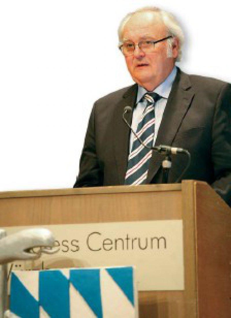 """""""Ich bin gespannt, wie Seehofer den Gesundheitsfonds demnächst in Bayern erklären wird."""" Dr. med. H. Hellmut Koch, Präsident der Bayerischen Landesärztekammer Foto: BLÄK"""
