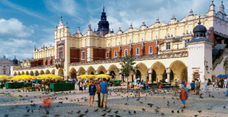 Krakau: Der Ring der Tuchhallen zählt zu den schönsten Marktplätzen Europas. Foto: Studiosus-Gruppenreisen