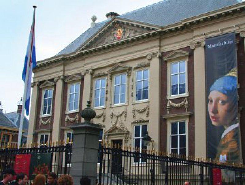 """Star im Mauritshuis ist die """"holländische Mona Lisa"""": Jan Vermeers Porträt vom """"Mädchen mit dem Perlenohrgehänge""""."""