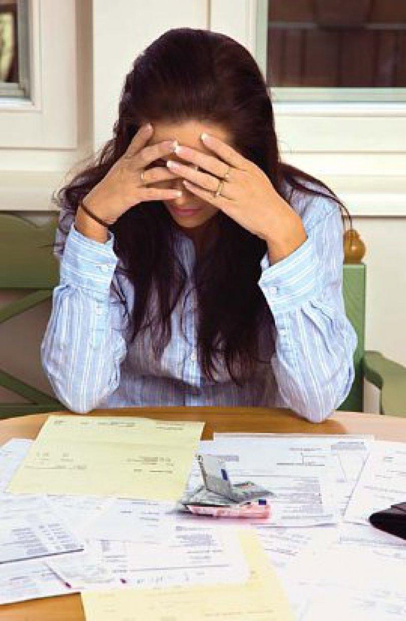Ein falscher Umgang mit Geld führt häufig zu Schulden, Privatinsolvenz und Existenzkrisen. Schuldund Schamgefühle sind die Folge. Foto: Fotolia