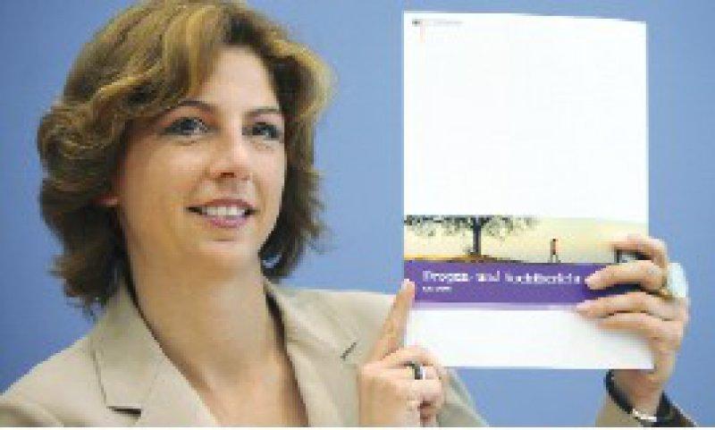 Die Drogenbeauftragte Sabine Bätzing (SPD) stellte den Bericht vor. Foto: dpa