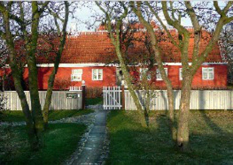 30 Jahre ein zuhause: Im roten Häuschen der Anchers sind die Ateliers des Künstlerpaars zu besichtigen. Foto: Elke Sturmhoebel