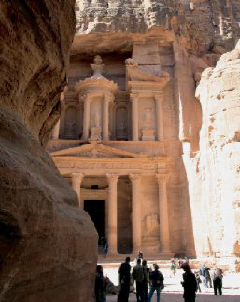 Aus dem Fels gehauen: Petra, einstige Hauptstadt der Nabatäer, zählt seit 1985 zum UNESCO-Weltkulturerbe Foto: Studiosus