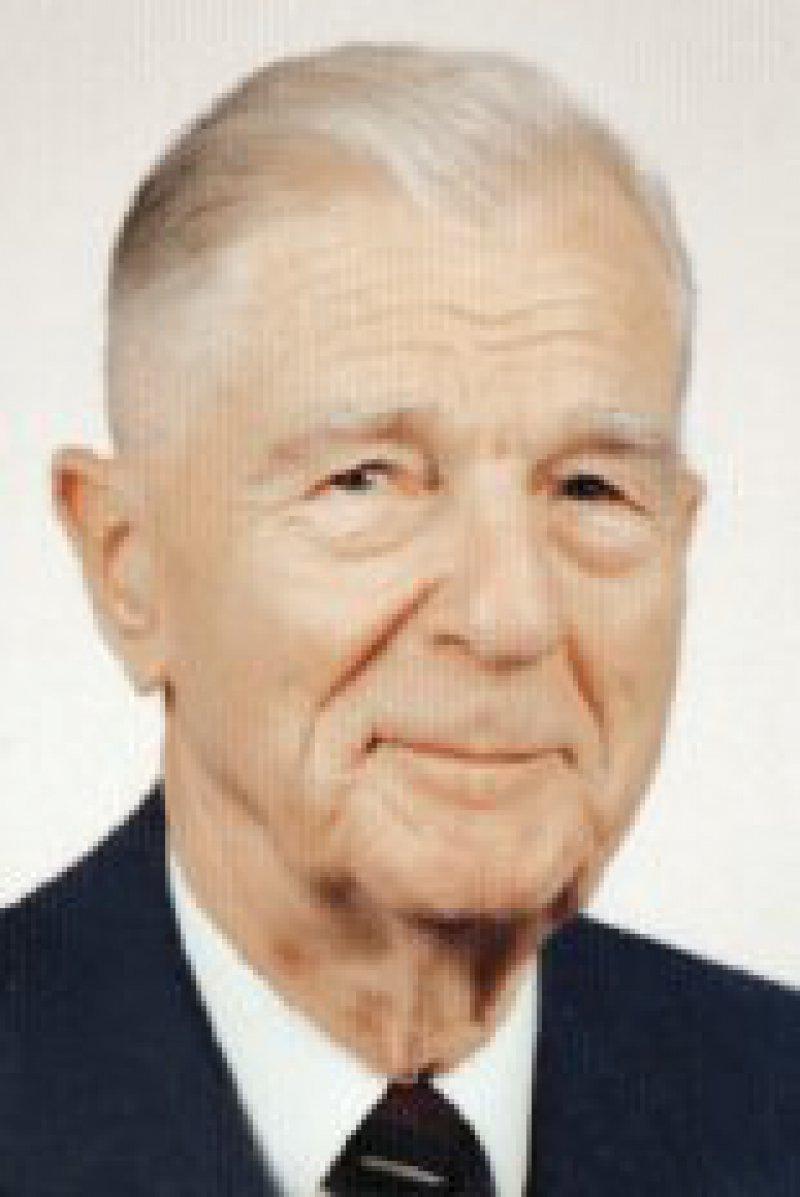 Prof. Dr. med. Ernst Rebentisch hat viele Jahre engagiert für das Sanitäts- und Gesundheitswesen der Bundeswehr gearbeitet. Sein besonderes Anliegen ist die Katastrophenmedizin und somit die Sicherheit der Bevölkerung. Foto: privat