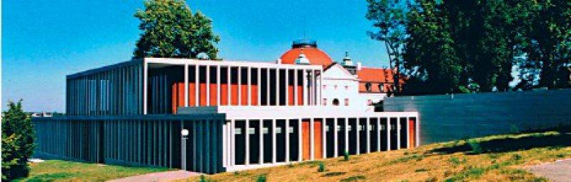 Akropolis oberhalb von Marbach: das neue Literaturmuseum der Moderne (LiMo), erbaut von David Chipperfield; im Hintergrund das Schiller-Nationalmuseum