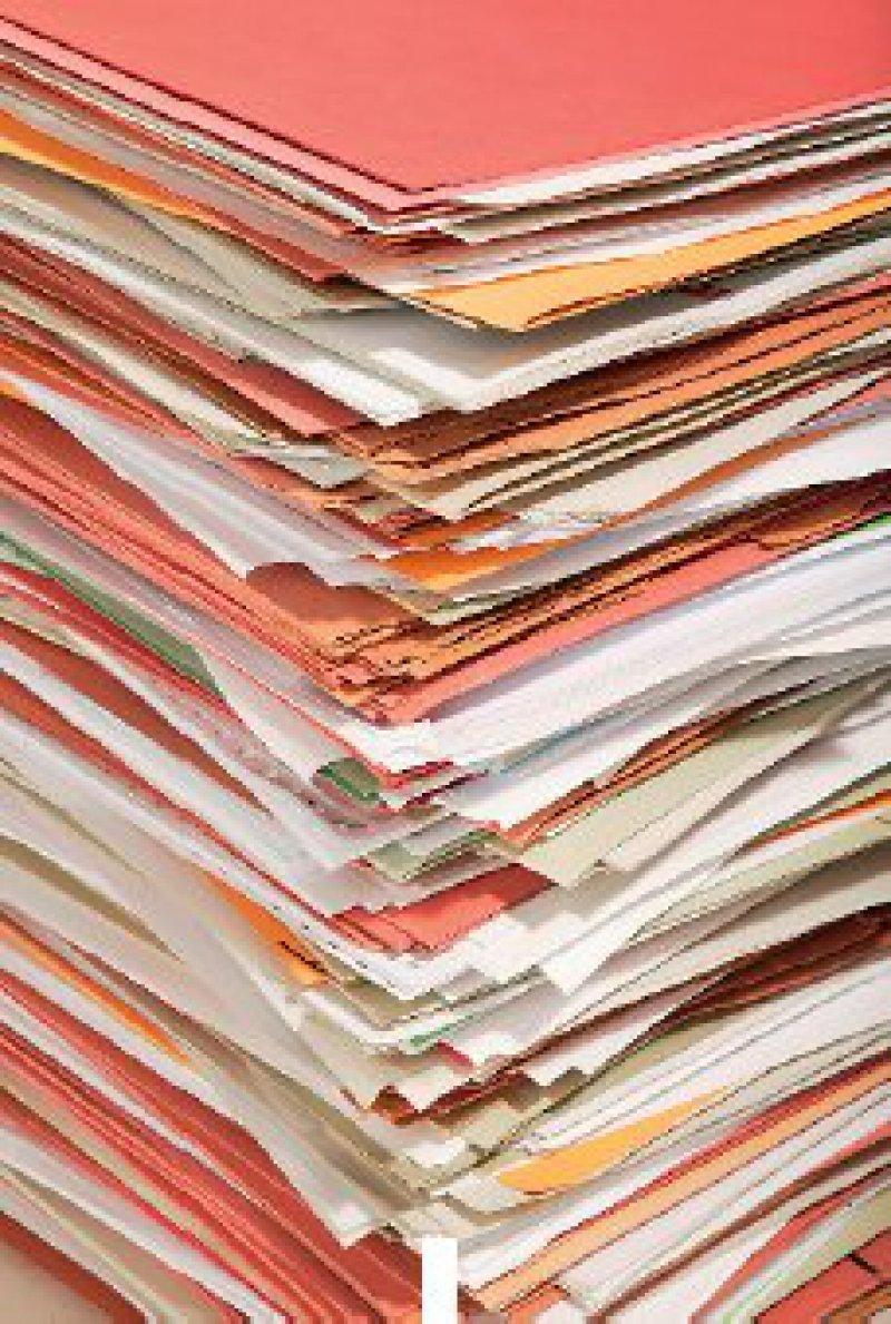 Papierberge soll es künftig bei der Fortbildungserfassung nicht mehr geben. Die nicht elektronisch übermittelten Fortbildungsnachweise machen den Ärztekammern derzeit viel Arbeit. Foto: Keystone
