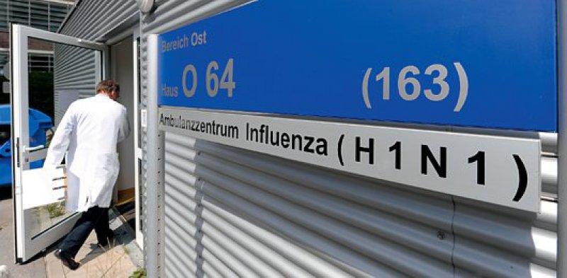 Bis zu 45 Patienten kommen derzeit täglich mit Grippeverdacht in die Spezialambulanz des Universitätsklinikums Hamburg-Eppendorf. Foto: dpa