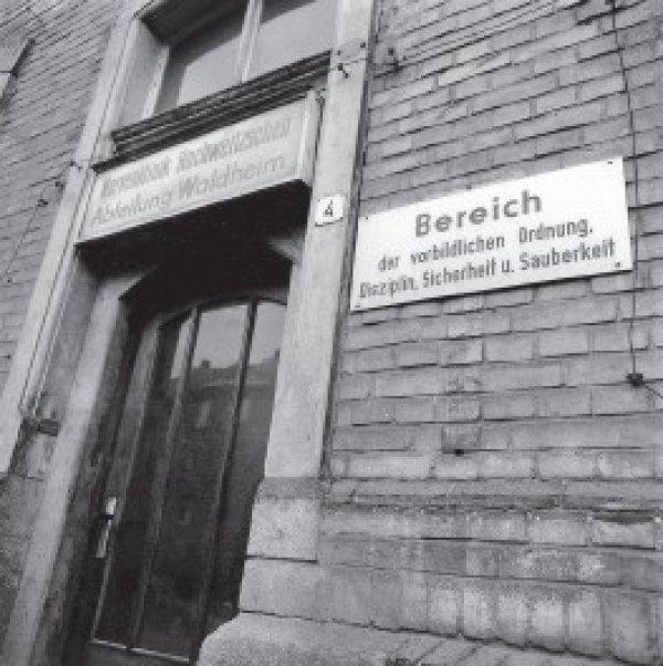 Psychiatrie in Waldheim 1990: Eine Untersuchung förderte erschreckende Missstände zutage. Fotos: Jürgen Kunstmann