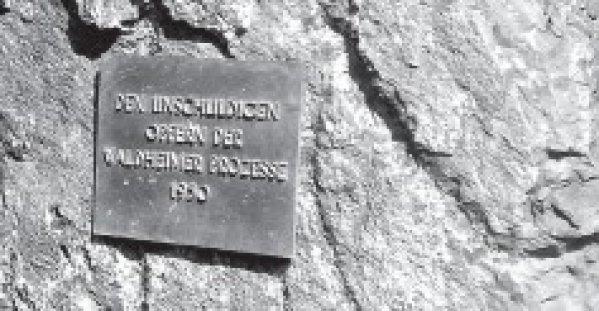 Eine Erinnerung an die Waldheimer Prozesse gibt es, einen Gedenkstein für die Opfer der NS-Krankenmorde sucht man vergeblich. Foto: Norbert Jachertz