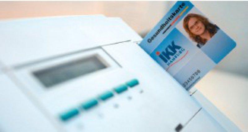 Bei den Tests zur Online- Fähigkeit der Gesundheitskarte wurden mehr als 1 000 Karten eingesetzt und 4 000 Testfälle online durchgeführt. Foto: dpa